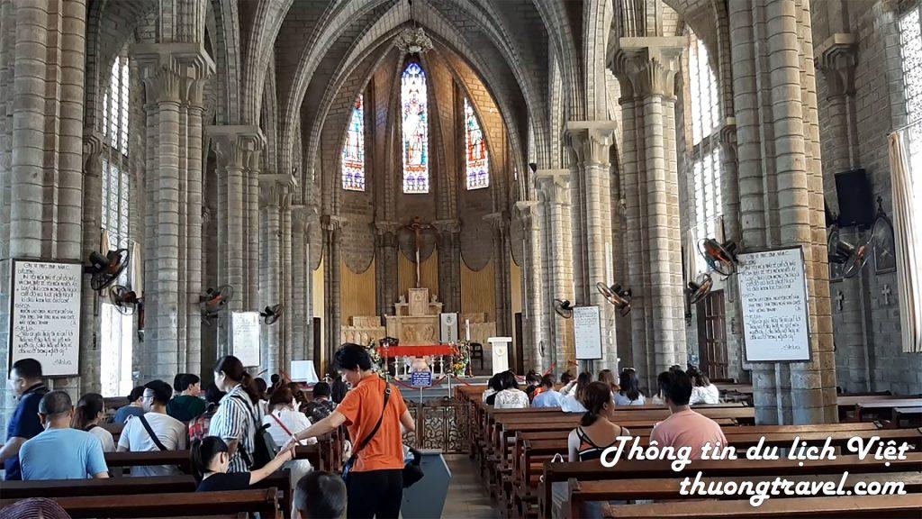 Bên trong nhà thờ Đá Nha Trang