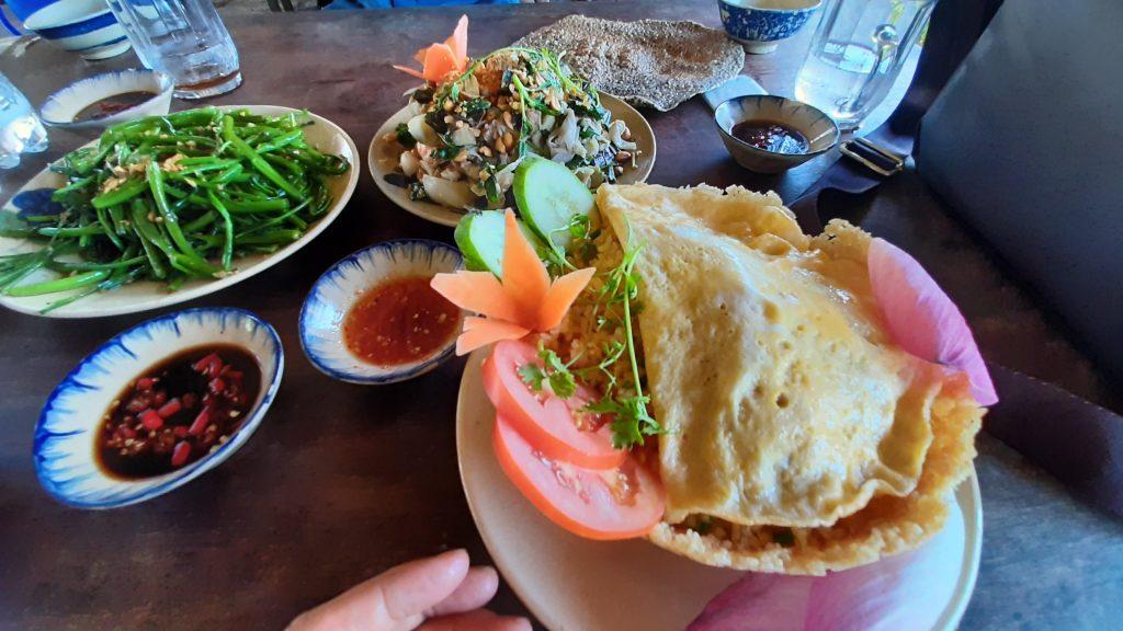 Món ăn tại nhà hàng nha trang xưa