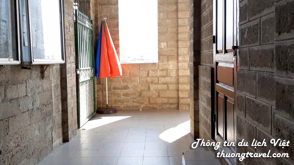 Dãy đằng sau nhà thờ Đá Nha Trang